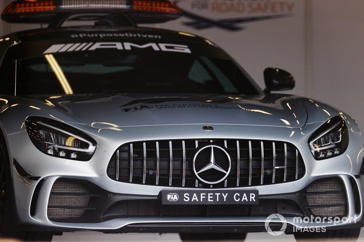Автомобиль безопасности AMG Mercedes