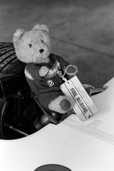 Un oso de peluche fue empleado como jefe de bomberos por el equipo de Hesketh