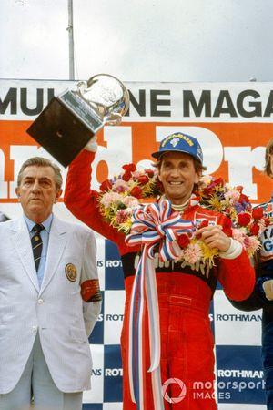 1. John Watson, McLaren, mit Jean-Marie Balestre