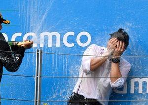 Valtteri Bottas, Mercedes-AMG Petronas F1, 3rd position, Peter Bonnington, Race Engineer, Mercedes AMG, on the podium