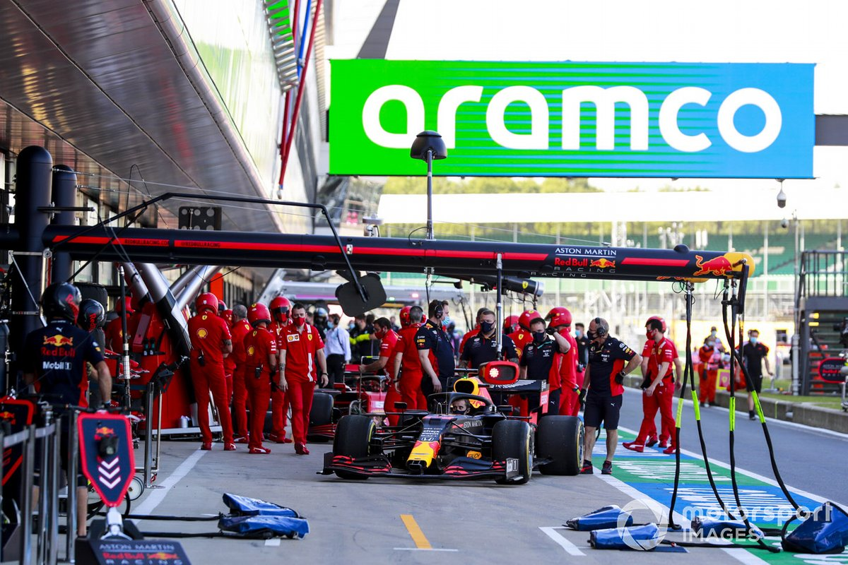 Red Bull Racing practica los pitstops