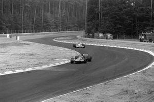 Brian Redman, De Tomaso 308 Ford, Henri Pescarolo, Matra MS120