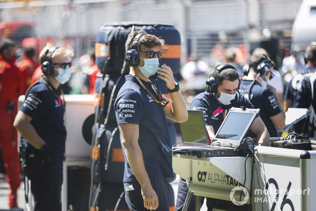 Red Bull engineers on the grid