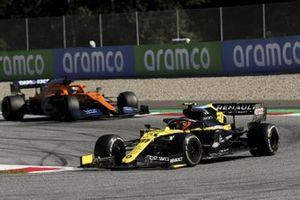 Esteban Ocon, Renault F1 Team R.S.20, leads Carlos Sainz Jr., McLaren MCL35