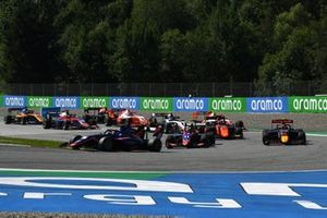 Clement Novalak, Carlin, leads Devlin DeFrancesco, Trident, Liam Lawson, Hitech Grand Prix, Richard Verschoor, MP Motorsport, and the rest of the field at the start