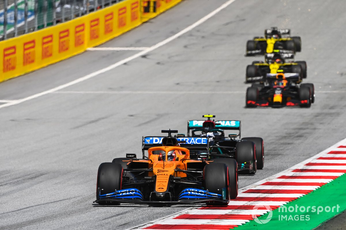 Carlos Sainz Jr., McLaren MCL35, Valtteri Bottas, Mercedes F1 W11 EQ Performance