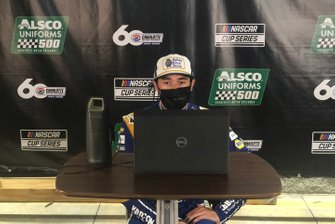 Ganador de la carrera Chase Elliott, Hendrick Motorsports Chevrolet Kelley Blue Book durante la conferencia de prensa
