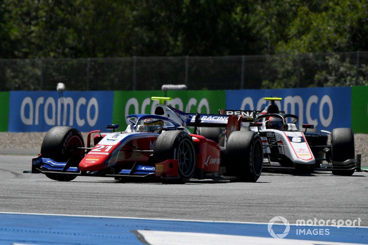 Robert Shwartzman, Prema Racing, leads Christian Lundgaard, ART Grand Prix