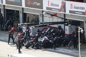 Romain Grosjean, Haas VF-20, makes a stop