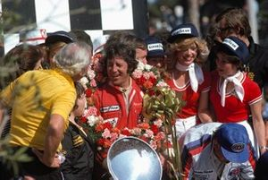 Race winner Mario Andretti, Lotus
