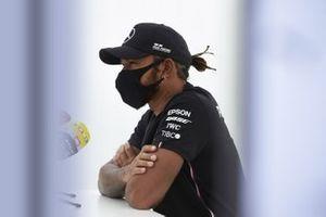 Lewis Hamilton, Mercedes-AMG Petronas F1 con los medios