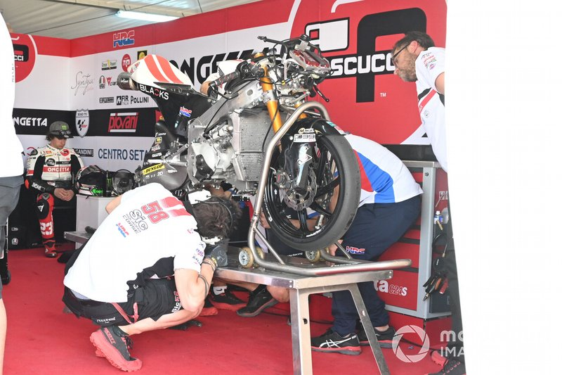 Niccolo Antonelli, SIC58 Squadra Corse's crashed bike