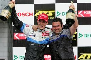 Podium : le vainqueur Jamie Green, ASM F3 Dallara F3-03 Mercedes