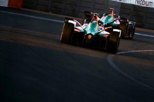 Lucas Di Grassi, Audi Sport ABT Schaeffler, Audi e-tron FE05 devance Daniel Abt, Audi Sport ABT Schaeffler, Audi e-tron FE05