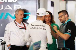 Mitch Evans, Panasonic Jaguar Racing talks with Gerd Mäuser, Chairman, Panasonic Jaguar Racing and Amanda Stretton in the garage