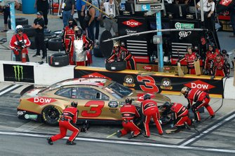 Austin Dillon, Richard Childress Racing, Chevrolet Camaro Dow, pit stop