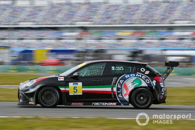 #5 KMW Motorsports with TMR Engineering Alfa Romeo Giulietta TCR, TCR: Roy Block, Tim Lewis Jr