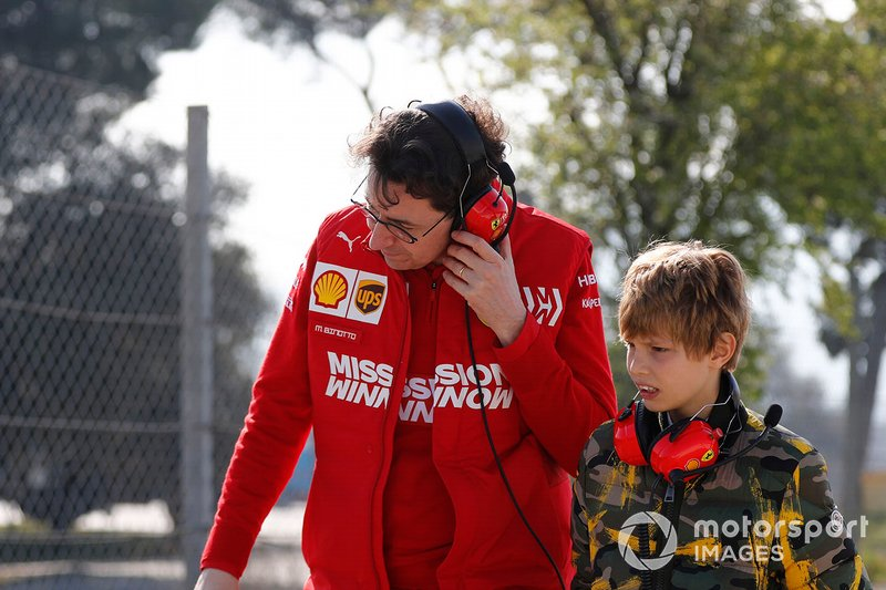Mattia Binotto, directeur de Ferrari, avec le fils de John Elkann, président de FIAT