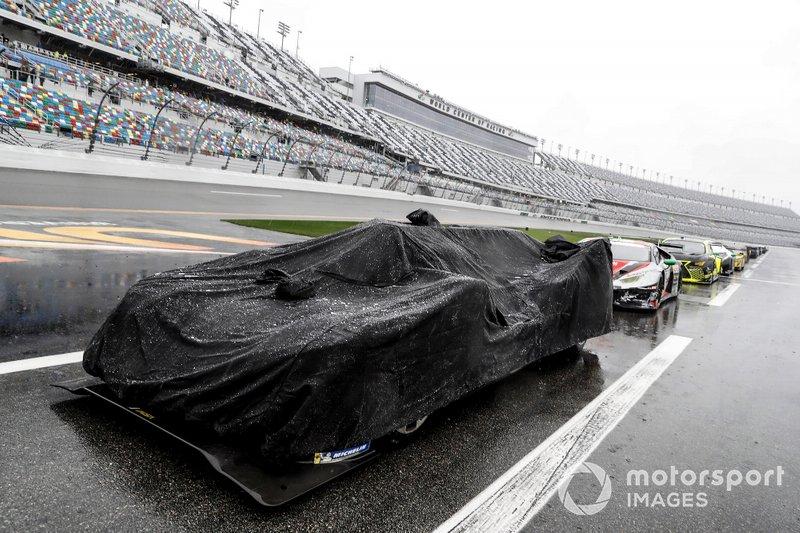 #10 Wayne Taylor Racing Cadillac DPi: Renger Van Der Zande, Jordan Taylor, Fernando Alonso, Kamui Kobayashi on pit lane in the rain