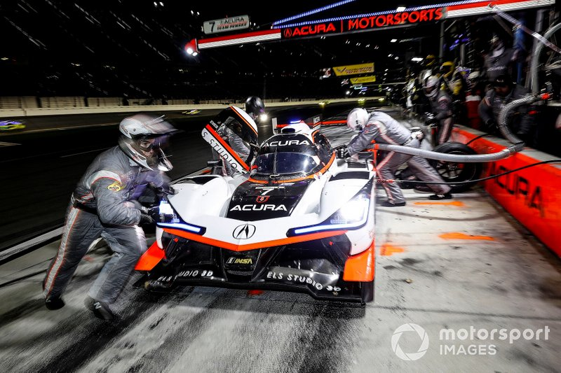 #7 Acura Team Penske Acura DPi, DPi: Helio Castroneves, Ricky Taylor, Alexander Rossi, pit stop