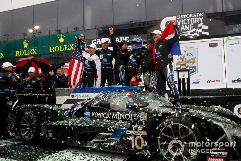 Гонщики Konica Minolta Cadillac Ренгер ван дер Занде, Джордан Тейлор, Фернандо Алонсо и Камуи Кобаяши