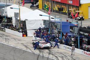 Пит-стоп: Дирк Мюллер, Джой Хенд, Себастьен Бурдэ, Chip Ganassi Racing, Ford GT (№66)