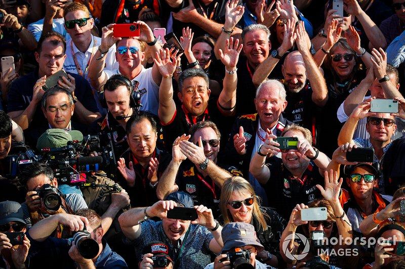 Red Bull Racing-Honda merayakan podium ketiga yang diraih Max Verstappen