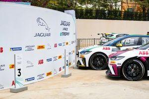 Simon Evans, Team Asia New Zealand, arrives in Parc Ferme next to race-winner Cacá Bueno, Jaguar Brazil Racing