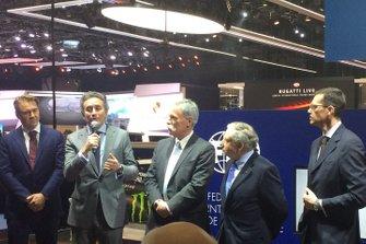 Alejandro Agag, CEO de la Fórmula E , Chase Carey, CEO de la Fórmula 1 , Jean Todt, presidente de la FIA