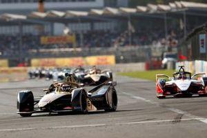 Andre Lotterer, DS TECHEETAH, DS E-Tense FE19 leads Jérôme d'Ambrosio, Mahindra Racing, M5 Electro