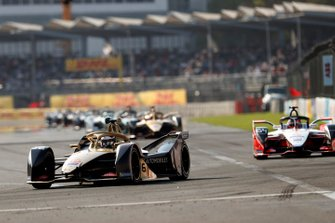 Andre Lotterer, DS TECHEETAH, DS E-Tense FE19 leads Jérôme d'Ambrosio, Mahindra Racing, M5 Electro