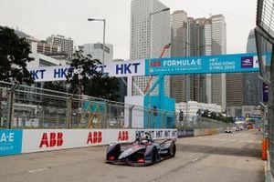 Sam Bird, Envision Virgin Racing, Audi e-tron FE05, se lleva la bandera a cuadros.