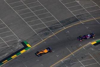 Карлос Сайнс, McLaren MCL34, Даниил Квят, Toro Rosso STR14