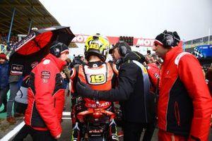 Alvaro Bautista, Aruba.it Racing-Ducati Team con un tecnico Pirelli