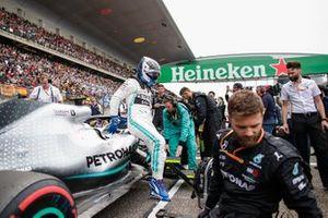 Valtteri Bottas, Mercedes AMG F1, arrives on the grid
