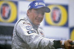 Podium: race winnaar Kimi Raikkonen, McLaren