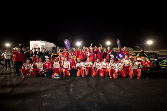 Race winner Fabian Coulthard, DJR Team Penske