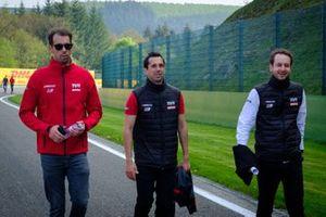 Il team Rebellion Racing ispeziona il circuito