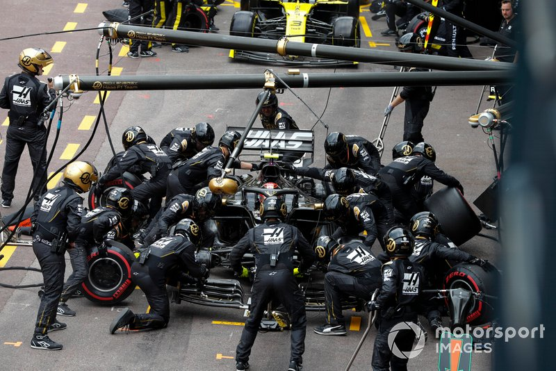 Kevin Magnussen, Haas F1 Team VF-19, pit stop