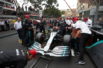 Mechanics prepare the car of Valtteri Bottas, Mercedes AMG W10, on the grid