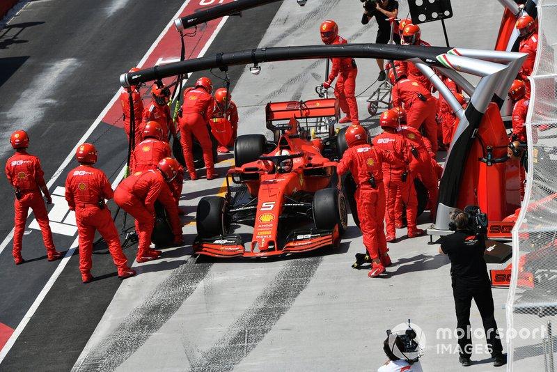 Sebastian Vettel, Ferrari SF90, hace una parada