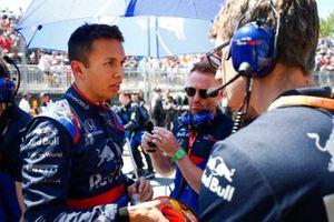 Alexander Albon, Toro Rosso, on the grid