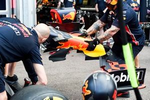 Un meccanico della Red Bull Racing durante le prove dei pit stop