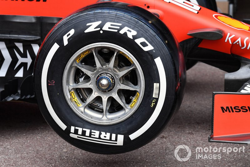 Ferrari SF90 front wheel and Pirelli tyre