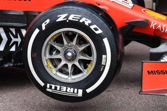 Ferrari SF90 front wheel and Pirelli tyre