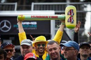 Un martello Hummertime per sostenere Lewis Hamilton, Mercedes AMG F1