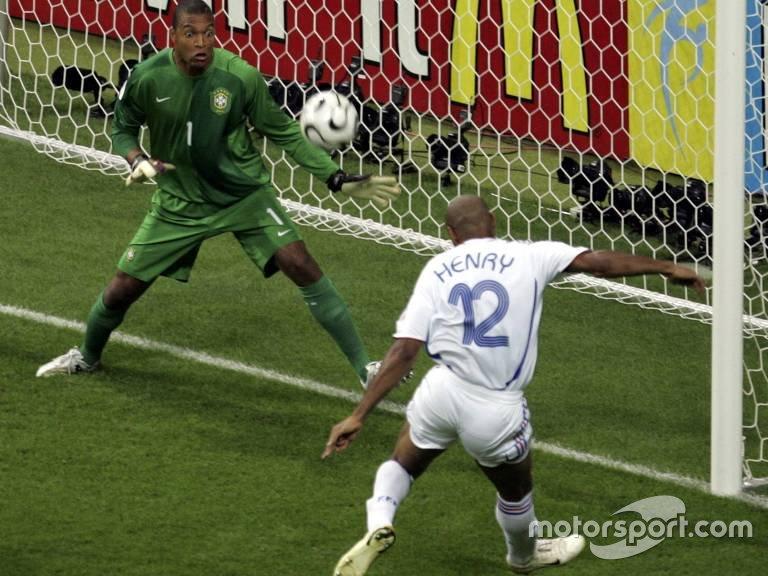 O Brasil era eliminado pela França, nas quartas de final da Copa de 2006