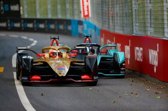 Jean-Eric Vergne, DS TECHEETAH, DS E-Tense FE19 defends against Mitch Evans, Panasonic Jaguar Racing, Jaguar I-Type 3 with his attack mode