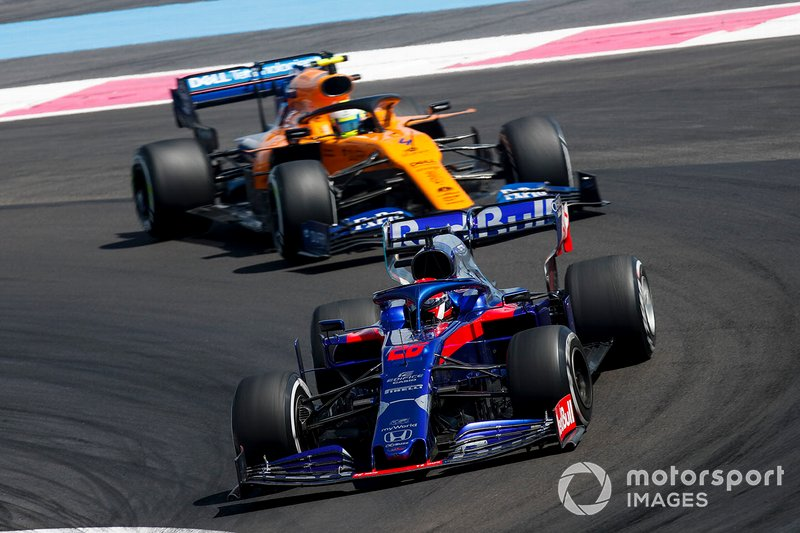 Daniil Kvyat, Toro Rosso STR14, precede Lando Norris, McLaren MCL34