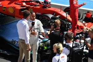 Paul di Resta, Sky Sports F1, interviews pole man Lewis Hamilton, Mercedes AMG F1, after Qualifying
